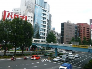 新宿駅付近の様子